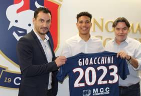 Après avoir fait ses débuts en professionnel cette saison, Nicholas Gioacchini a signé son premier contrat professionnel