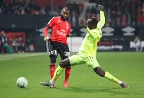 Adama Mbengue était titulaire au poste de latéral gauche hier soir sur la pelouse du Roudourou © EA Guingamp