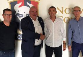 Stéphane Pilard aux côtés du conseil d'administration de l'association (Jean-Luc Pignol, Thierry Fouasse et Patrick Marolle)