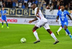 Jonathan Rivierez et les Caennais s'inclinent sur la pelouse du Stade des Alpes face à Grenoble (1-0) (Crédit GF38 - Julien Diaféria)