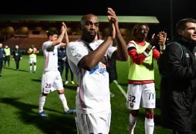 Jonathan Rivierez et les Caennais remercient les supporters après cette victoire (0-1) sur la pelouse du FC Chambly hier soir
