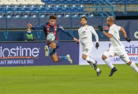 Nicholas Gioacchini a obtenu un penalty en seconde période pour permettre au Stade Malherbe Caen d'égaliser