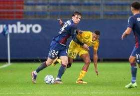 Hugo Vandermersch et les défenseurs du Stade Malherbe ont vécu une soirée compliquée face au FC Sochaux