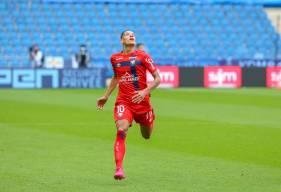 """En frappant le penalty face au Havre samedi après-midi, Yacine Bammou a offert la victoire aux """"rouge et bleu"""""""