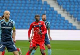 Prince Oniangué s'est une nouvelle fois montré à son aise dans une position de défenseur central