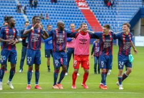 La joie des joueurs du Stade Malherbe Caen qui restent invaincus à domicile après deux victoires et un match nul
