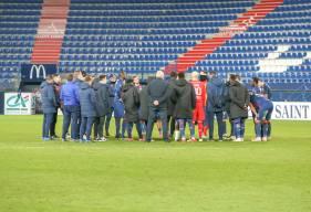 Olivier Pickeu a réuni les joueurs du Stade Malherbe Caen hier après le revers face au Havre AC (0-2)