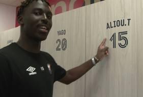 Aliou Traoré et les joueurs du Stade Malherbe Caen ont découvert leurs nouveaux casiers dans le vestiaire d'entraînement