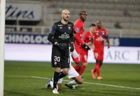De retour hier dans le but du SM Caen, Rémy Riou s'est montré décisif à plusieurs reprises face à l'AJ Auxerre hier soir