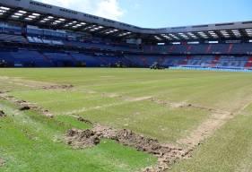 Les travaux de réfection ont débuté ce mercredi matin sur la pelouse du Stade Michel d'Ornano