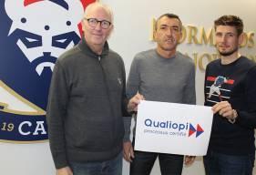 Jessy Deminguet, Loup Hervieu et Nicholas Gioacchini avec le nouveau ballon SM Caen x Seb Toussaint