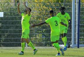 La joie d'Azzeddine Toufiqui lors de son but, le milieu caennais a ouvert le score pour le SM Caen peut avant l'heure de jeu  ( © Damien Deslandes Photographie)