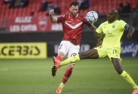 Jonathan Rivierez et la défense du Stade Malherbe Caen ont encaissé leur premier but de la saison face au VAFC