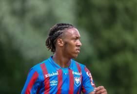 """Le défenseur central formé au Stade Malherbe Caen est désormais lié avec les """"rouge et bleu"""" jusqu'en 2024"""