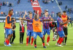 Caleb Zady Sery et les Caennais ont pu célébré la victoire avec les supporters hier soir à d'Ornano