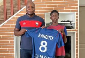 Diabé Kanouté aux côtés de Djibi Diao, responsable du recrutement pour le centre de formation du Stade Malherbe