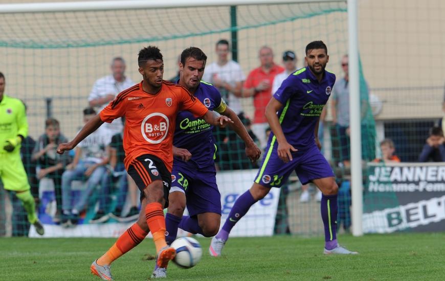 En l'absence de Julien Féret et compte tenu des sorties à la pause de Nicolas Seube et Alaeddine Yahia, Damien Da Silva a porté la brassard de capitaine en seconde période.