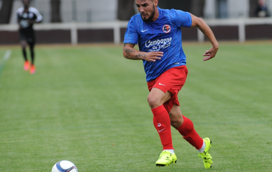 """Premier match sous les couleurs """"Bleu et Rouge"""" et premier but pour le nouveau n°9 du Stade Malherbe, Andy Delort qui a ouvert le score contre Vannes."""