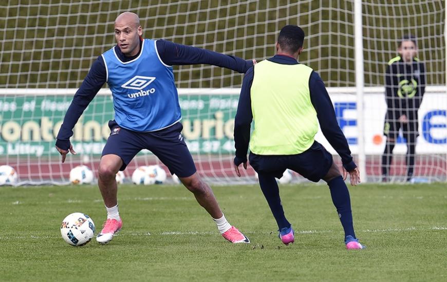Alors que Damien Da Silva - blessé dans les arrêts de jeu contre Rennes - sera vraisemblablement forfait au Parc des Princes, Alaeddine Yahia (adducteurs) devrait effectuer son retour à l'entraînement cette semaine.