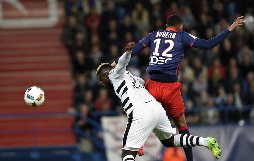 D'une tête croisée à l'heure de jeu s'écrasant sur la transversale de Benoît Costil, le gardien rennais, Ronny Rodelin aurait pu offrir la victoire du maintien au club normand.