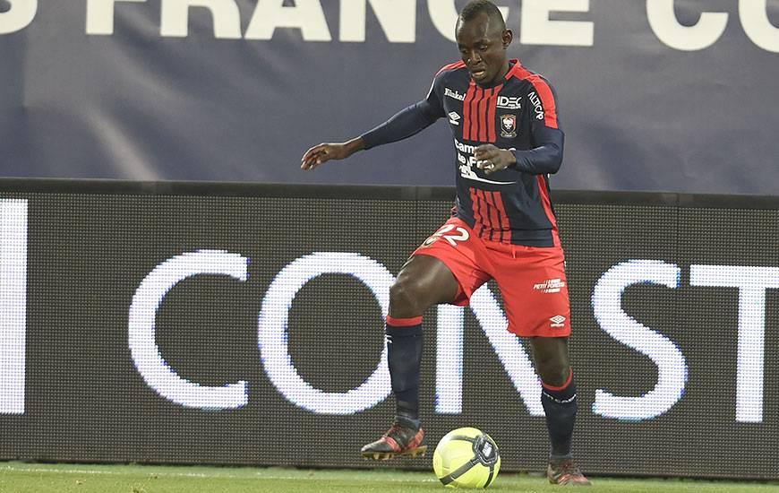Souffrant d'une pupalgie, Adama Mbengue ne devrait pas refouler les pelouses de Ligue 1 avant le 20 février.