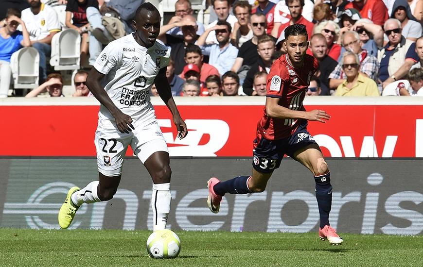 Solide dans les duels, puissant physiquement, disponible en (contre-) attaque…, Adama Mbengue - pour sa première titularisation en Ligue 1 - a rendu une copie presque parfaite dans le Nord.