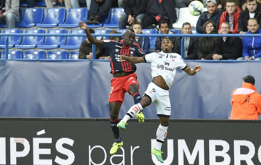 [7e journée de L1] SM Caen 1-0 Amiens SC Adama_mbengue_duel_aerien