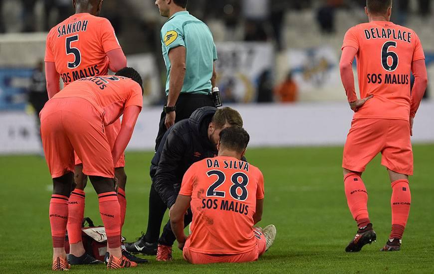 """Touché au mollet gauche à un quart d'heure de la fin, Damien Da Silva a été contraint de quitter ses coéquipiers précipitamment. """"Je pense qu'il s'est arrêté à temps"""" a confié Patrice Garande en conférence de presse d'après-match."""