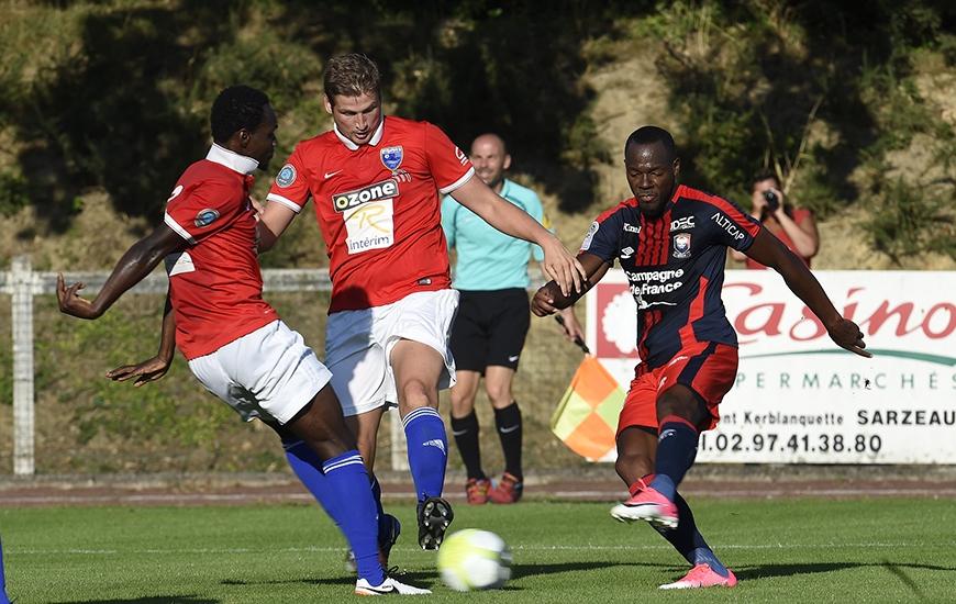 Aligné en seconde période, Hervé Bazile se trouve à l'origine de l'ouverture du score caennaise ; son corner mal dégagé par la défense avranchinaise étant repris par Ronny Rodelin.