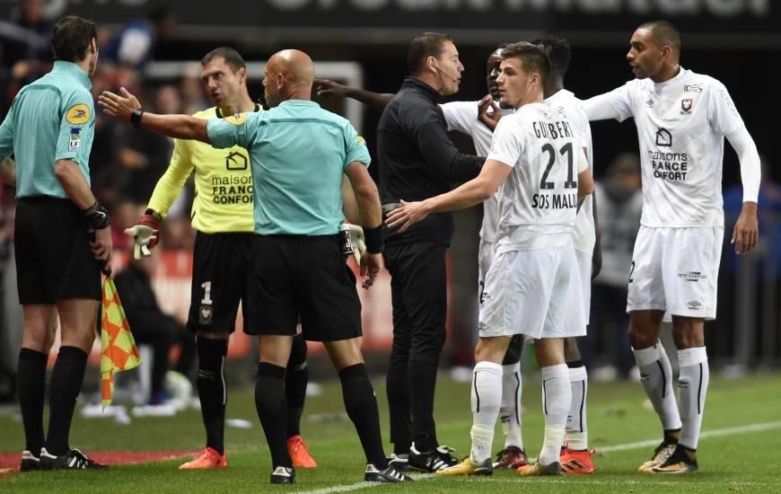 Amaury Delerue a déjà arbitré à une reprise cette saison le SMC à l'occasion du déplacement à Rennes (J8. le 30 septembre). Une rencontre marquée par l'épisode de la goal line technology qui avait signalé un but fantôme pour les Bretons.