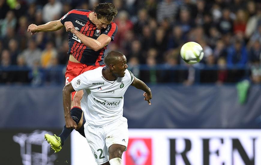 Sur un centre de Julien Féret au début de la seconde période, Ivan Santini - alors que le score était toujours de 0-0 - a vu sa tête s'écraser sur le montant gauche de Stéphane Ruffier, le gardien de l'ASSE.