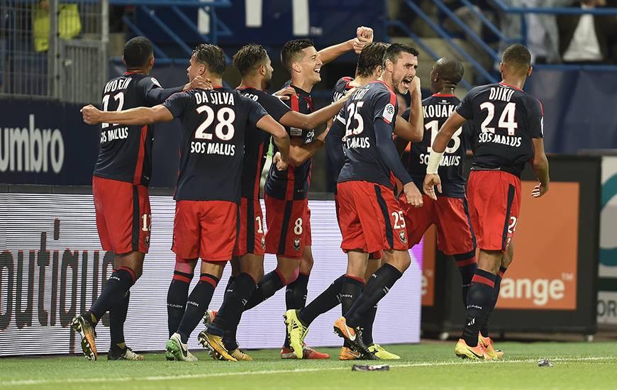 """Tout le collectif """"Bleu et Rouge"""" (Damien Da Silva, Stef Peeters, Julien Féret...) hurle sa joie après le deuxième but caennais synonyme de troisième victoire consécutive en Ligue 1."""