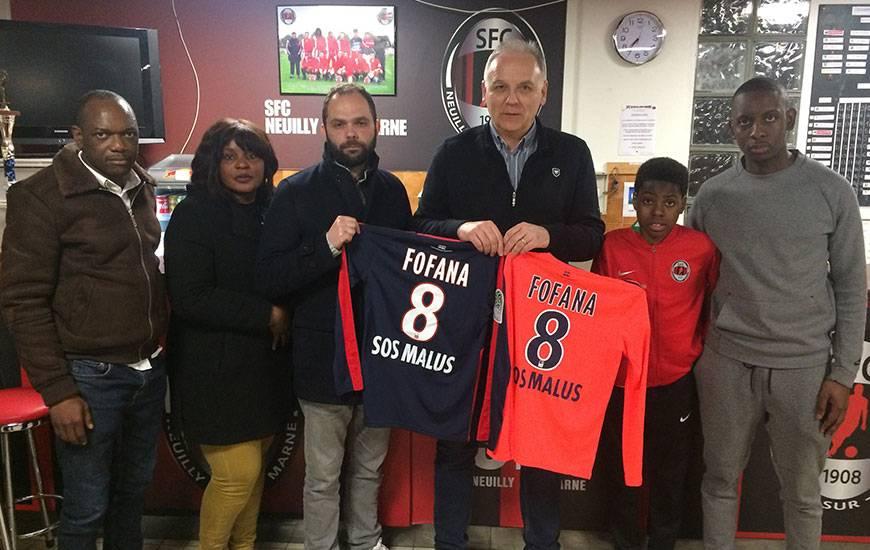 Avant d'intégrer le pôle préformation du Stade Malherbe en 2019, Mory Fofana - ici, en compagnie notamment de Francis De Taddeo, le directeur du centre de formation du SMC - restera la saison prochaine dans son club du SFC Neuilly.