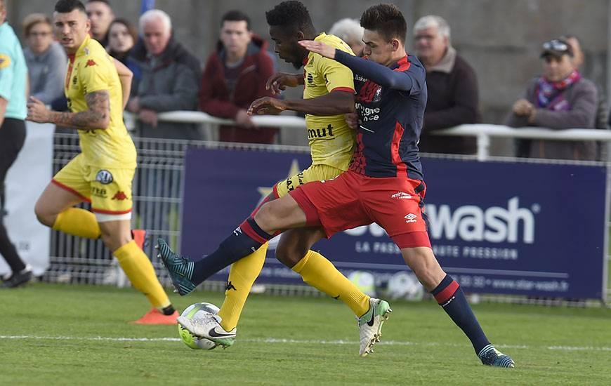 """Comme Léon Valentin et Yoël Armougom, ses habituels partenaires avec la réserve, Jessy Deminguet a connu sa première titularisation avec l'équipe """"pro"""" contre Quevilly-Rouen, vendredi soir, en match amical."""