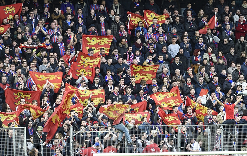 Contre Saint-Etienne, les partenaires de Julien Féret - pour la première à d'Ornano - auront besoin du soutien de leur 12e homme.