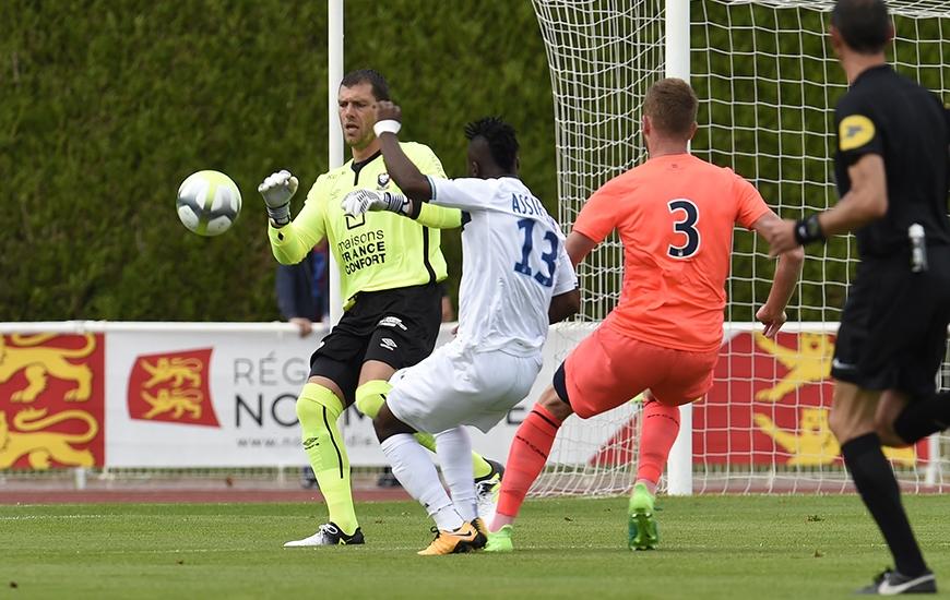 Après avoir partagé les cages caennaises avec Matthieu Dreyer et Brice Samba sur les précédents matches de préparation, Rémy Vercoutre disputera l'intégralité de la rencontre contre Rennes.