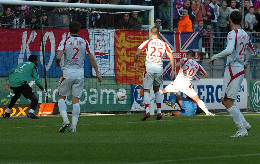 La dernière victoire caennaise à domicile aux dépens du LOSC remonte à dix ans. Le 20 octobre 2007, les coéquipiers de Nicolas Seube s'étaient imposés 1-0 sur un but contre son camp d'un ancien de la maison malherbiste : Grégory Tafforeau.