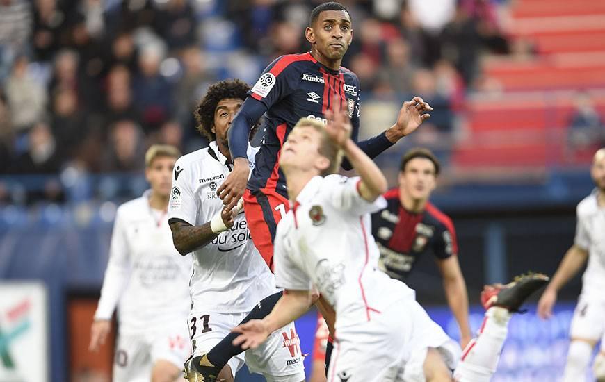 Avec 147 duels offensifs à son actif dont 79 de la tête, Ronny Rodelin est le sixième joueur de Ligue 1 à remporter le plus de duels offensifs.
