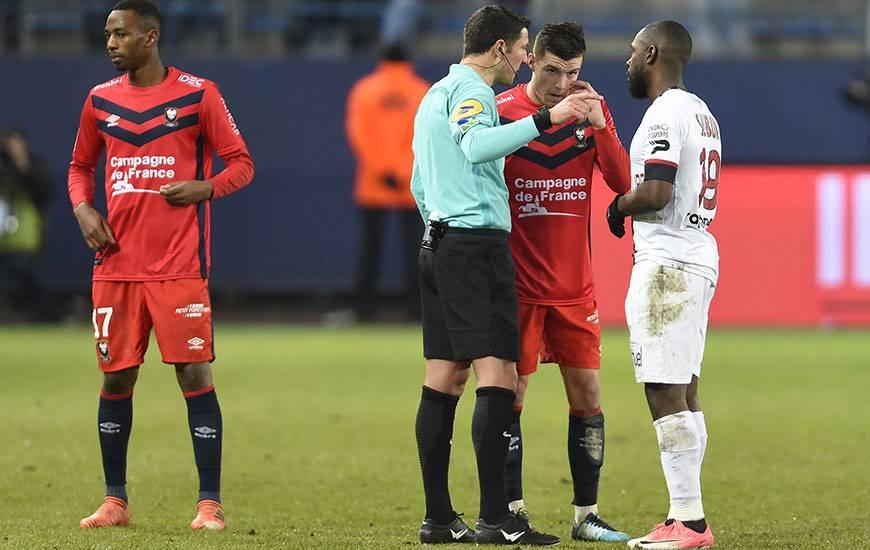 Nicolas Rainville a déjà arbitré à deux reprises le Stade Malherbe cette saison : à l'occasion du déplacement au Vélodrome (J12. défaite 5-0) puis lors de la réception de Guingamp (J18. 0-0).