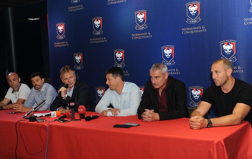 De gauche à droite : Christophe Manouvrier (Préparateur physique), Michel Audrain (entraîneur-adjoint), Gilles Sergent (président), Fabien Mercadal (entraîneur), Alain Cavéglia (directeur sportif) et Hervé Sekli (entraîneur des gardiens)