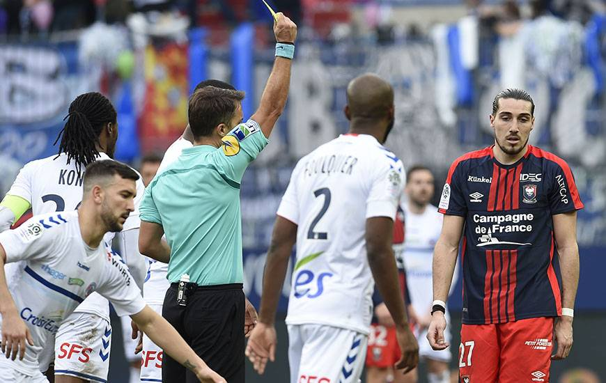 Pas de déplacement à Angers pour Enzo Crivelli qui a reçu un troisième carton jaune en moins de dix rencontres contre Strasbourg.
