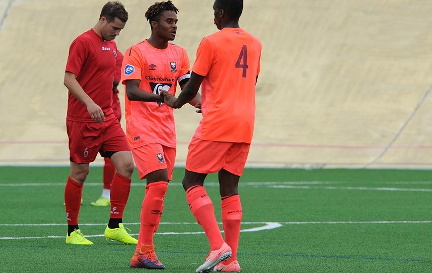 Malgré l'ouverture du score de Christian Koffi en première période, les U19 du Stade Malherbe ont concédé le match nul contre les seniors de La MOS ce samedi après-midi (1-1).