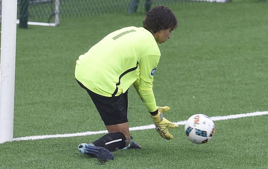 En réalisant plusieurs parades en première période, le gardien Yassine Gueddar a permis aux U17 nationaux - menés depuis la 7' - de rester dans le match.