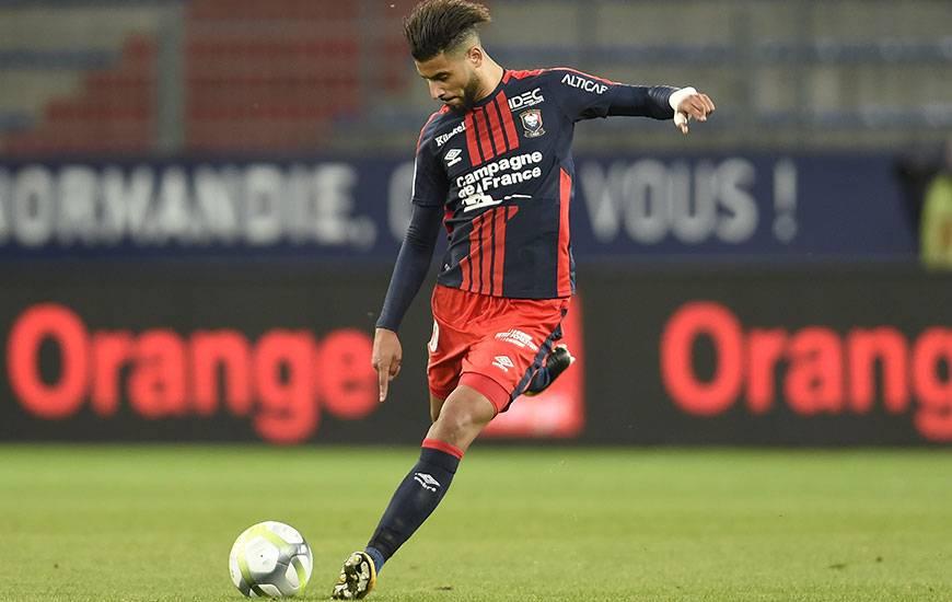 Touché aux ischio-jambiers contre Troyes le week-end dernier, Youssef Aït Bennasser est forfait pour le déplacement au Vélodrome, dimanche après-midi.