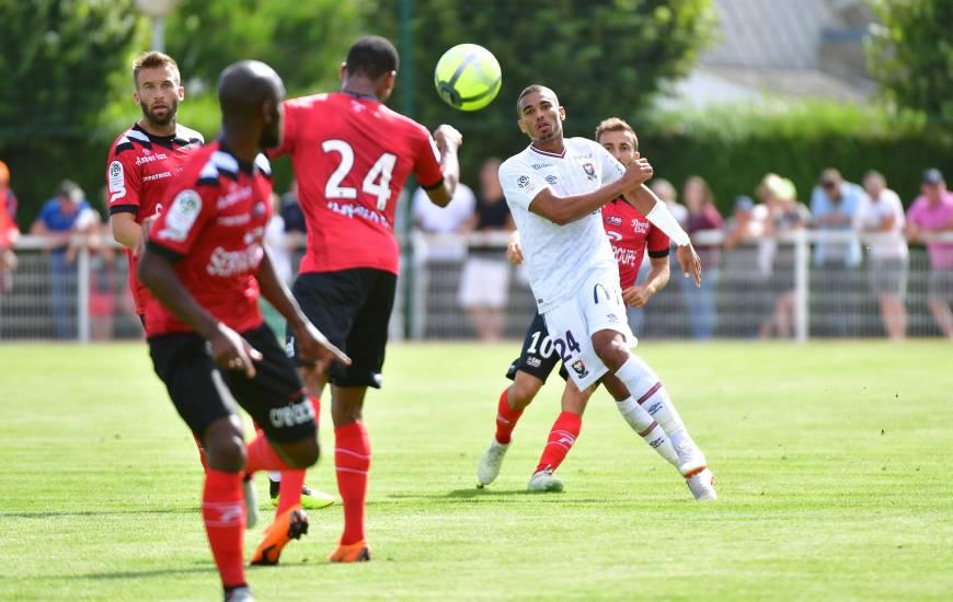 Alexander Djiku et le Stade Malherbe Caen ont affronté les joueurs de l'EA Guingamp cet été en amical à Tourlaville