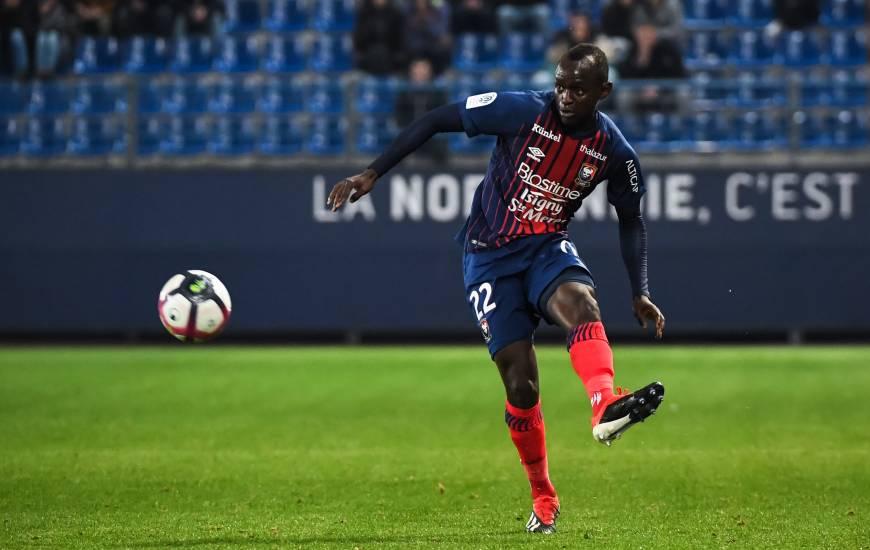 Adama Mbengue était titulaire face au Nîmes Olympique lors de la 16e journée face au Nîmes Olympique, sa dernière apparition dans le groupe