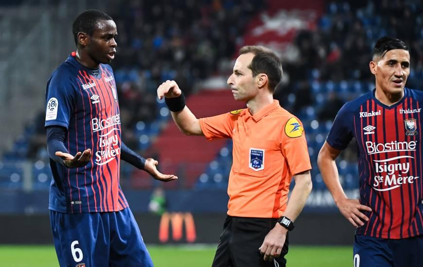 Florent Batta avec Prince Oniangué lors de la rencontre face au Nîmes Olympique au Stade Michel d'Ornano
