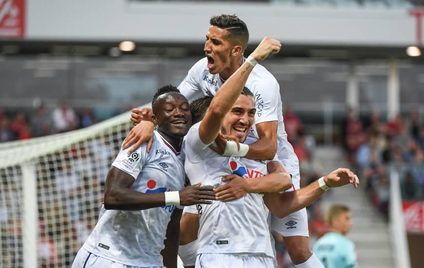 La joie des joueurs du Stade Malherbe Caen sur l'ouverture du score d'Enzo Crivelli, le deuxième but de l'attaquant caennais en quatre matchs