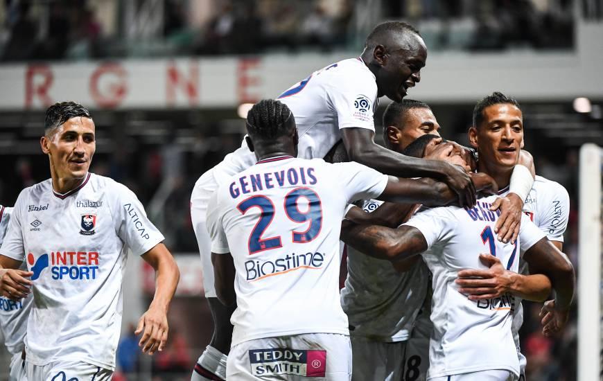 La joie collective des joueurs du Stade Malherbe après le but de Claudio Beauvue qui vient confirmer la victoire face au Dijon FCO