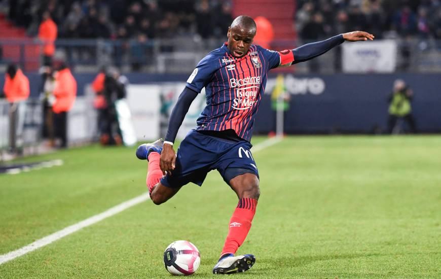 Habituel capitaine du Stade Malherbe Caen, Prince Oniangué porte aussi le brassard avec la sélection congolaise